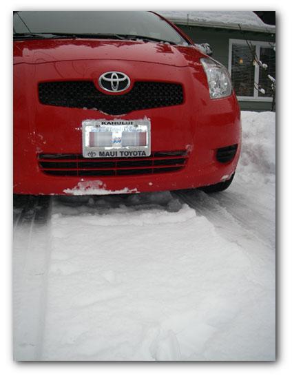 20090101_snoweatingyaris-sm